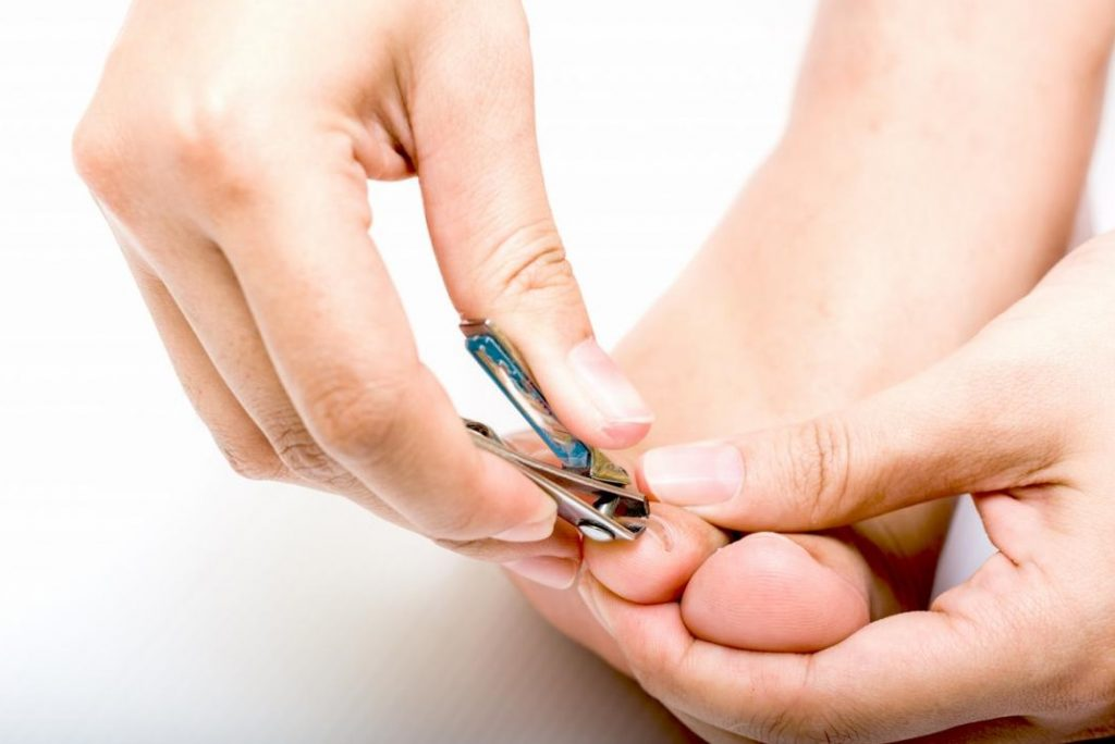 feet nail cutting